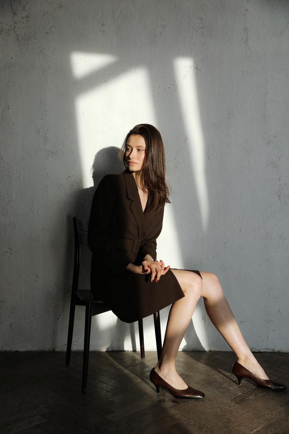 Коричневое платье-жакет с поясом и длинным рукавом в прокат и аренду в Киеве. Фото 1