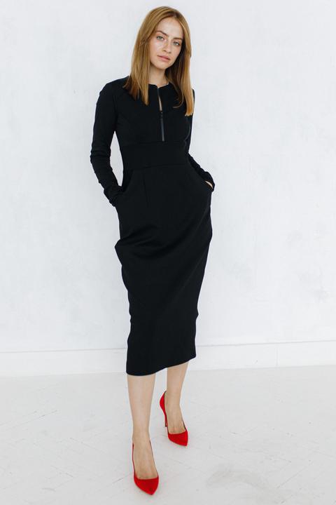 Платье футляр с горловиной черного цвета