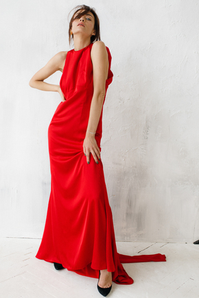 Шовкова вечірню сукню в підлогу червоного кольору з довгими хвостами і шлейфом в прокат и oренду в Киiвi. Фото 2