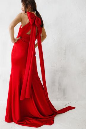 Шовкова вечірню сукню в підлогу червоного кольору з довгими хвостами і шлейфом в прокат и oренду в Киiвi. Фото 1