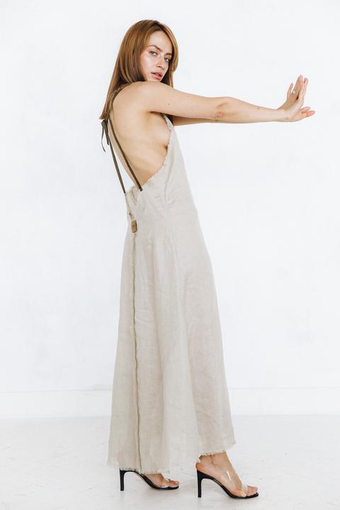 Длинное платье из бежевого натурального льна с открытой спиной