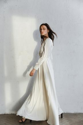 Молочне плаття максі з рукавом і довгим підкладом в прокат и oренду в Киiвi. Фото 1