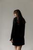 Черное шелковое платье мини с длинным рукавом и глубоким декольте в прокат и аренду в Киеве. Фото 4