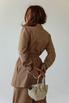 Песочный брючный костюм с удлиненным жакетом и поясом в прокат и аренду в Киеве. Фото 4