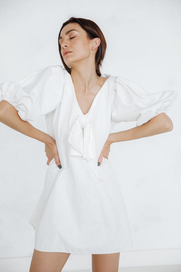 Хлопковое платье мини с бантом и обьемными рукавами в прокат и аренду в Киеве. Фото 1