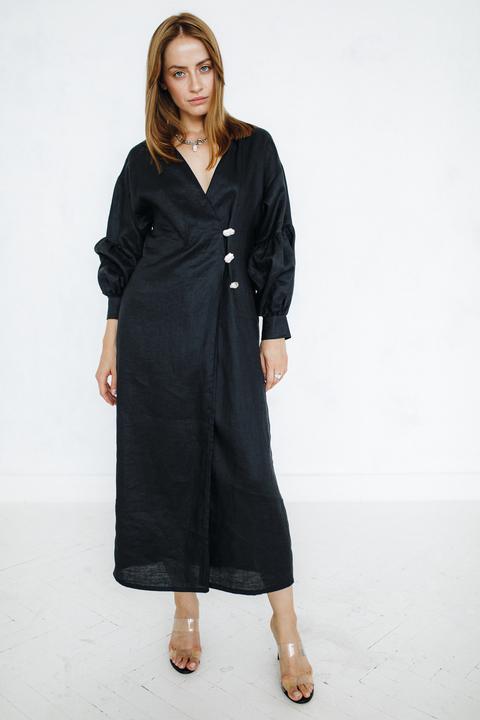 Черное платье из льна на запах с обьемніми рукавами и пуговицами из перламутра