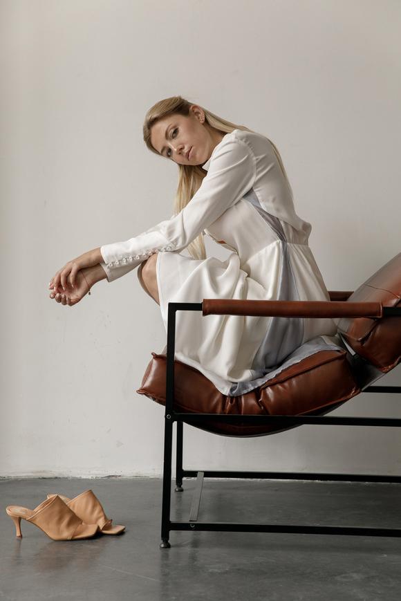 Белое платье миди с контрастными вставками из органзы в прокат и аренду в Киеве, Одессе, Харькове. Фото 2