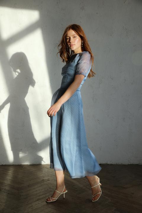 Голубое платье миди в горошек из шелка-органзы