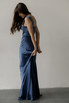 Вечернее платье-бюстье в пол из шелка синего цвета в прокат и аренду в Киеве. Фото 4