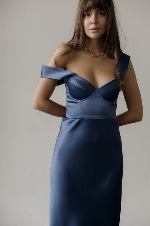 Вечернее платье-бюстье в пол из шелка синего цвета