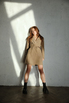 Бежевое платье жакет с поясом и длинным рукавом в прокат и аренду в Киеве. Фото 2