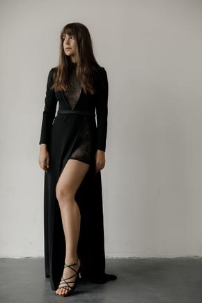Чорна сукня в підлогу з розрізом і вишивкою з бісеру та пір'ям в прокат и oренду в Киiвi. Фото 1