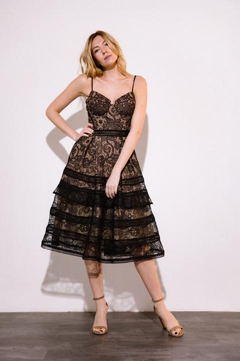 Платье миди из кружева черного цвета на бежевом подкладе