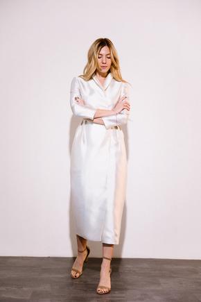 Сукня футляр довжини міді на запах перлового кольору з прінтованой підкладкою в прокат и oренду в Киiвi. Фото 2
