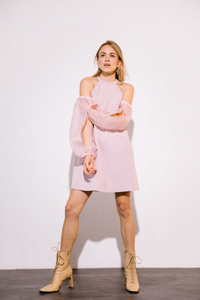 Сукня міні пудровий кольору з рукавами з органзи в прокат и аренду в Киеве. Фото 2