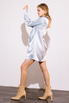 Серебряное шелковое платье мини с длинным рукавом и глубоким декольте в прокат и аренду в Киеве. Фото 4