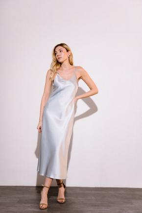 Серебряное платье комбинация длины миди из плотного шелка в прокат и аренду в Киеве. Фото 1