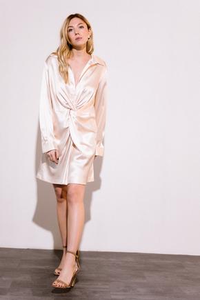 Персикове шовкове плаття міні з довгим рукавом і глибоким декольте в прокат и аренду в Киеве. Фото 1