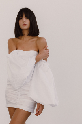 Біле плаття міні з об'ємними рукавами в прокат и oренду в Киiвi. Фото 1