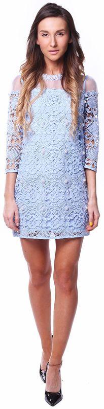 Платье из голубого кружева с жемчугом