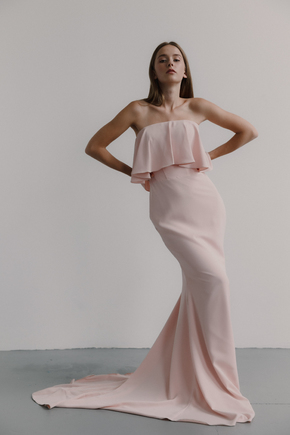 Рожеве трикотажне плаття-бюстьє з воланом в прокат и oренду в Киiвi. Фото 1