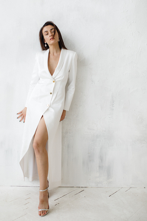 Біле довге плаття-фрак з декоративними драпіровками в прокат и oренду в Киiвi. Фото 2