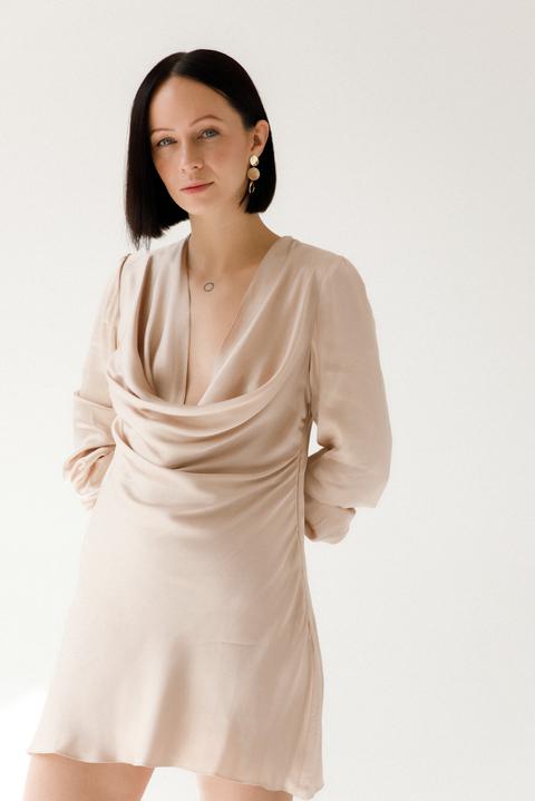 Шелковое платье мини с длинным рукавом цвета шампанского