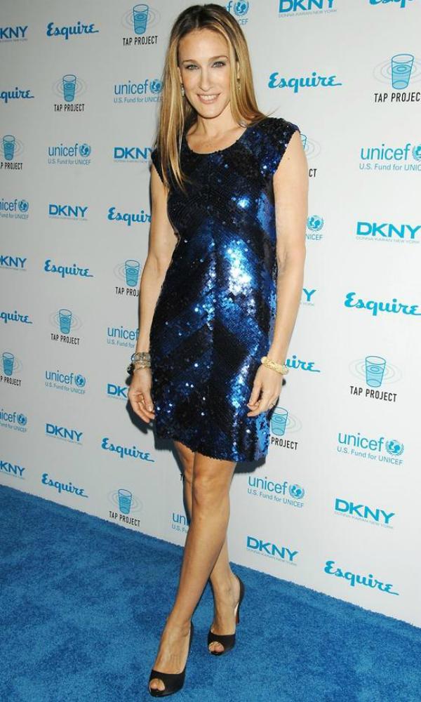 Платье с синими пайетками